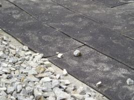 Sub-gravel anti-vibration mats